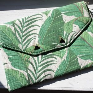 Stella & Dot Palm Clutch